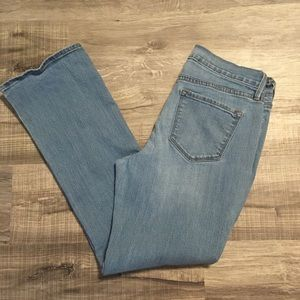 Old Navy mid rise bootcut jeans. Size 8 short